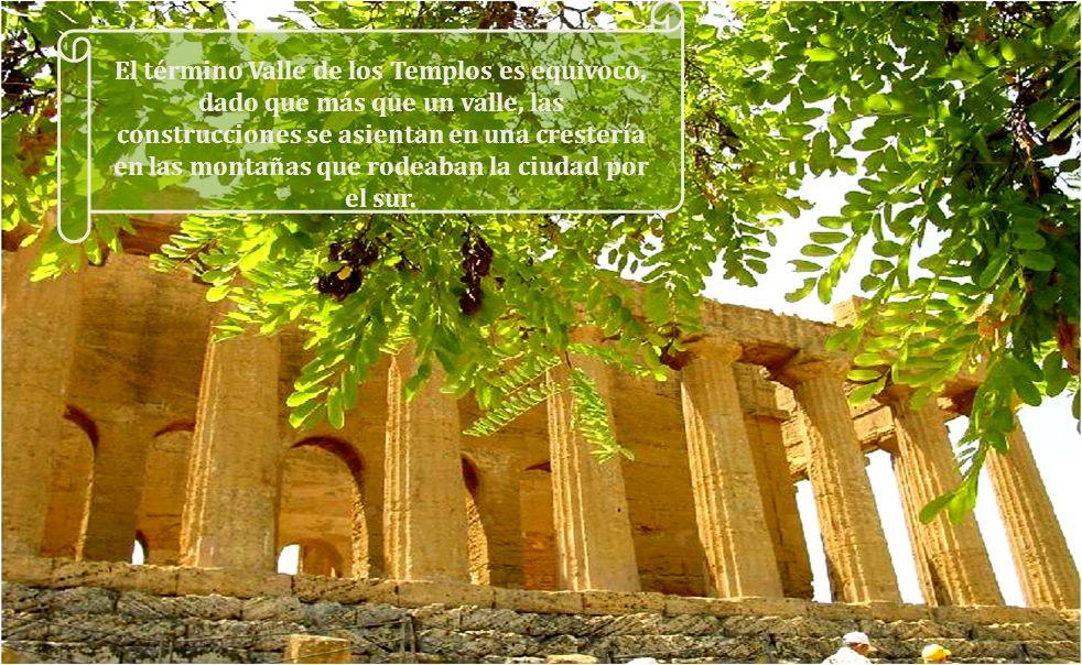 El término Valle de los Templos es equívoco, dado que más que un valle, las construcciones se asientan en una crestería en las montañas que rodeaban la ciudad por el sur.