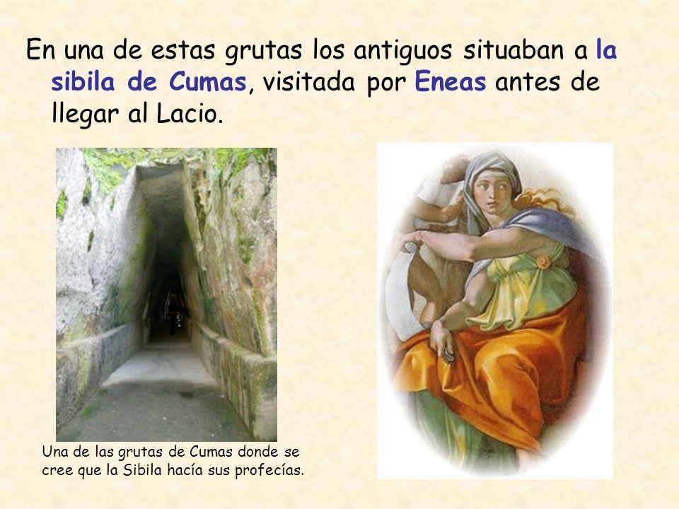 En una de estas grutas los antiguos situaban a la sibila de Cumas, visitada por Eneas antes de llegar al Lacio.