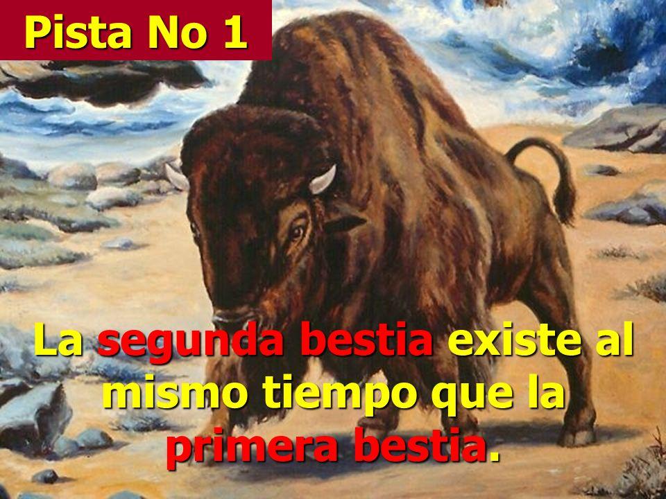 La segunda bestia existe al mismo tiempo que la primera bestia.