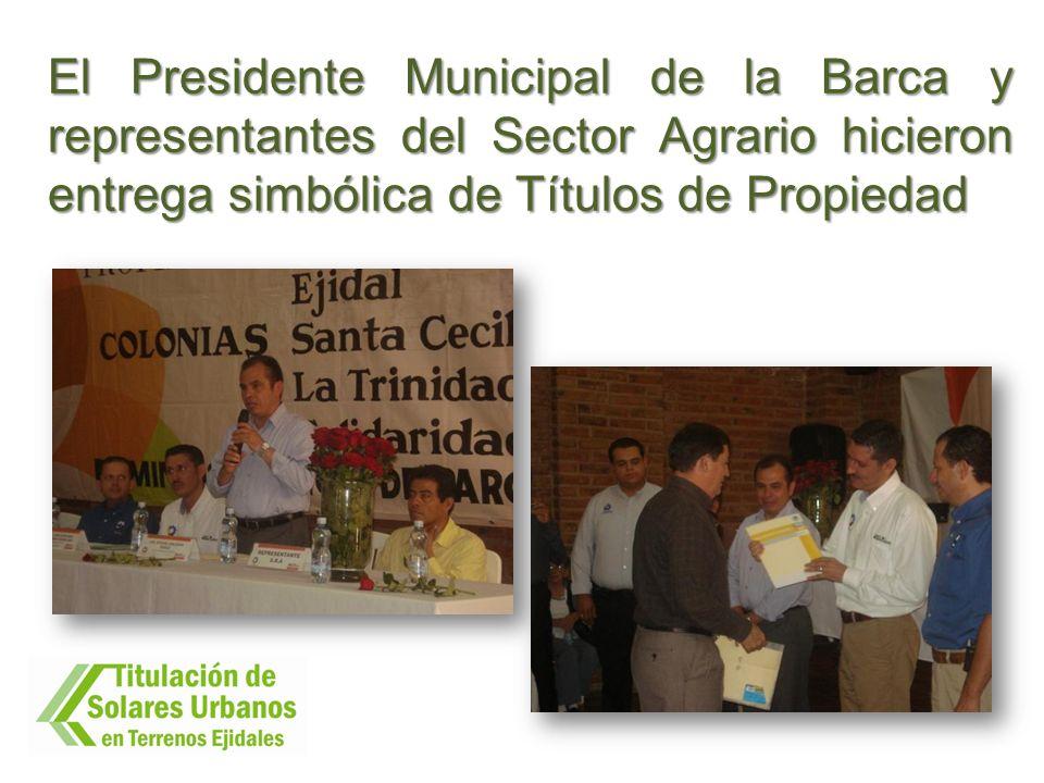 El Presidente Municipal de la Barca y representantes del Sector Agrario hicieron entrega simbólica de Títulos de Propiedad