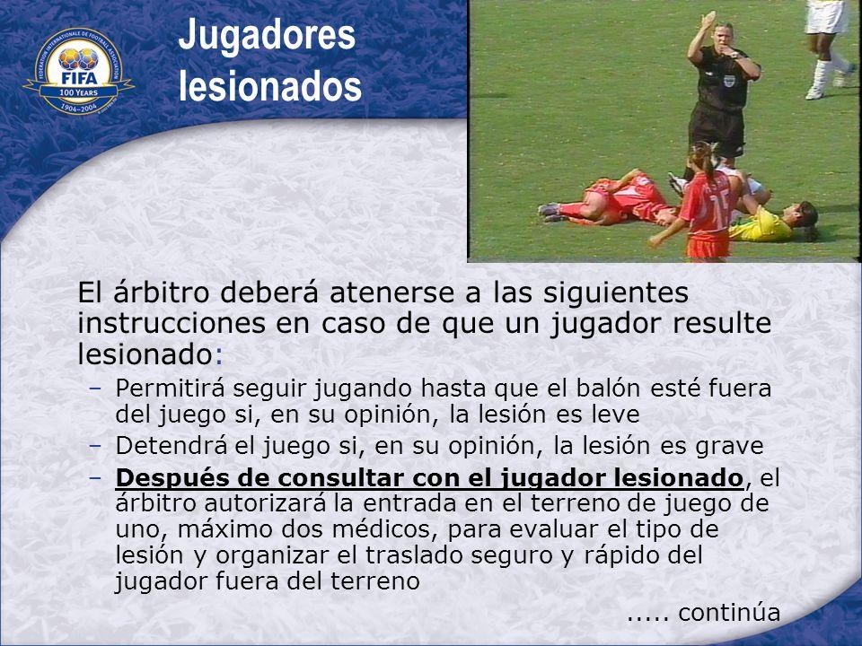 Jugadores lesionados El árbitro deberá atenerse a las siguientes instrucciones en caso de que un jugador resulte lesionado: