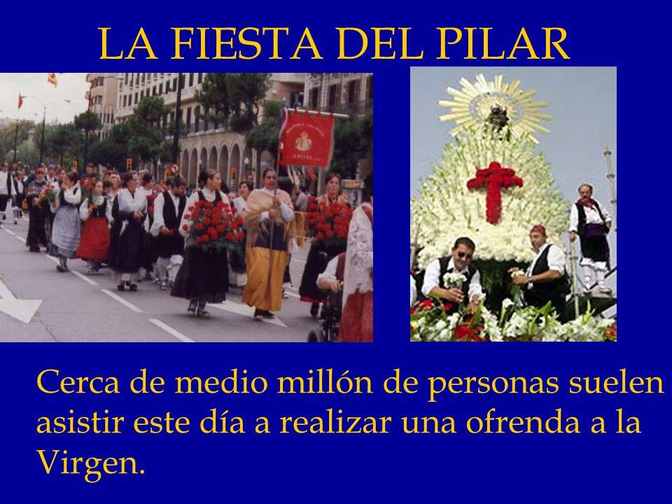 LA FIESTA DEL PILAR Cerca de medio millón de personas suelen asistir este día a realizar una ofrenda a la Virgen.