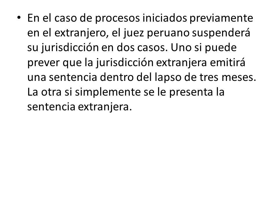 En el caso de procesos iniciados previamente en el extranjero, el juez peruano suspenderá su jurisdicción en dos casos.