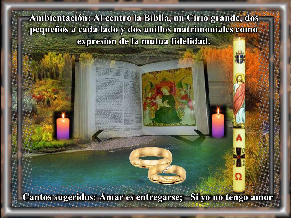 Ambientación: Al centro la Biblia, un Cirio grande, dos pequeños a cada lado y dos anillos matrimoniales como expresión de la mutua fidelidad.
