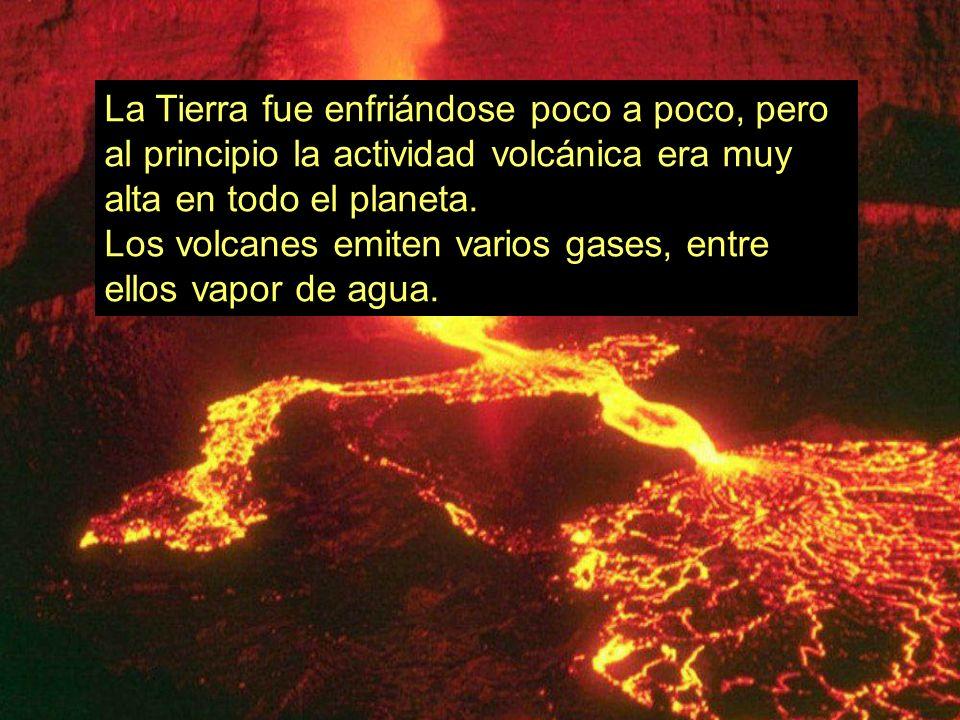 La Tierra fue enfriándose poco a poco, pero al principio la actividad volcánica era muy alta en todo el planeta.
