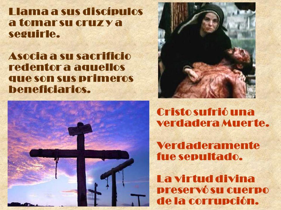 Llama a sus discípulos a tomar su cruz y a. seguirle. Asocia a su sacrificio. redentor a aquellos.