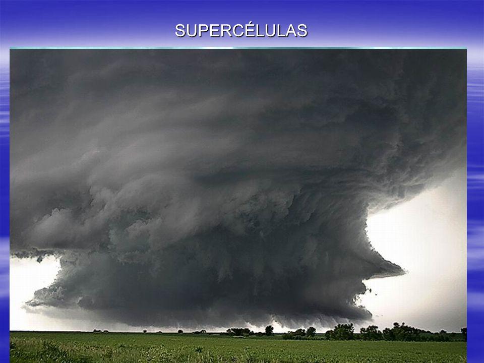 SUPERCÉLULAS Una supercélula es un gran cumulonimbus que se ha desarrollado de forma.
