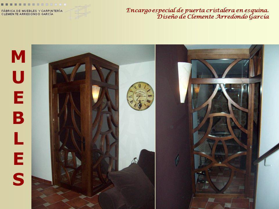 Encargo especial de puerta cristalera en esquina