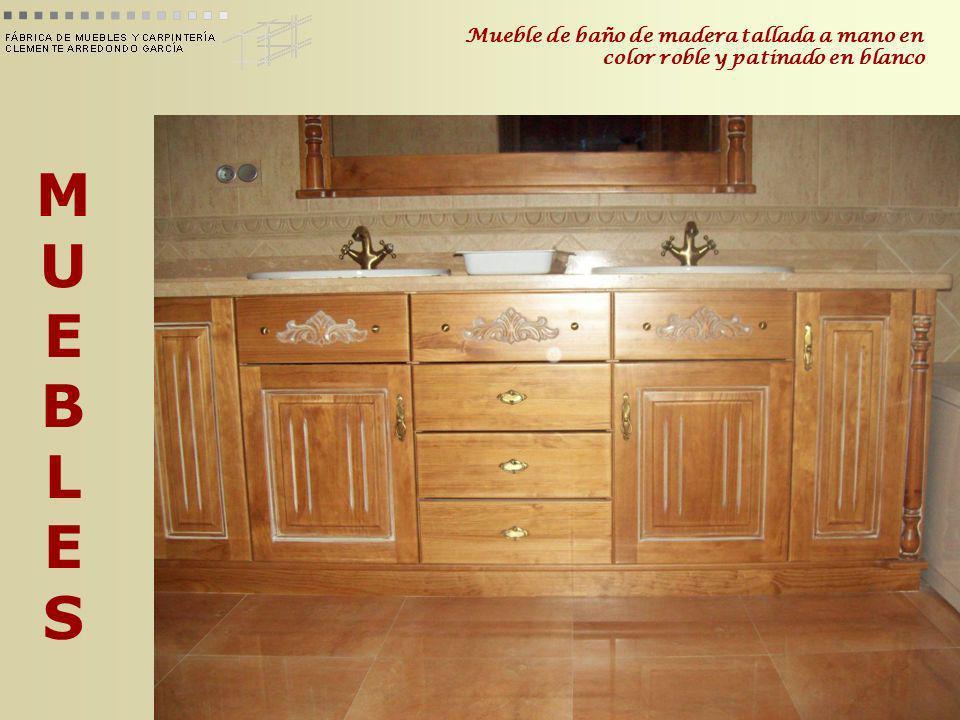 Mueble de baño de madera tallada a mano en color roble y patinado en blanco