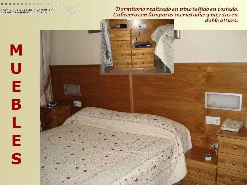 Dormitorio realizado en pino teñido en tostado