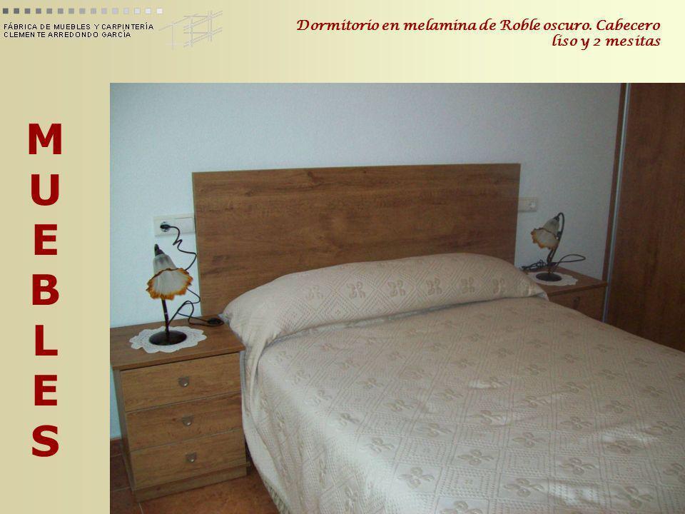 Dormitorio en melamina de Roble oscuro. Cabecero liso y 2 mesitas
