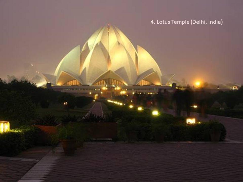 4. Lotus Temple (Delhi, India)