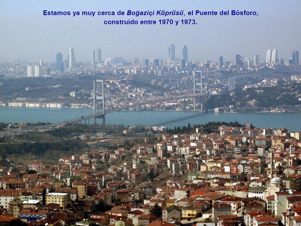 Estamos ya muy cerca de Boğaziçi Köprüsü, el Puente del Bósforo,
