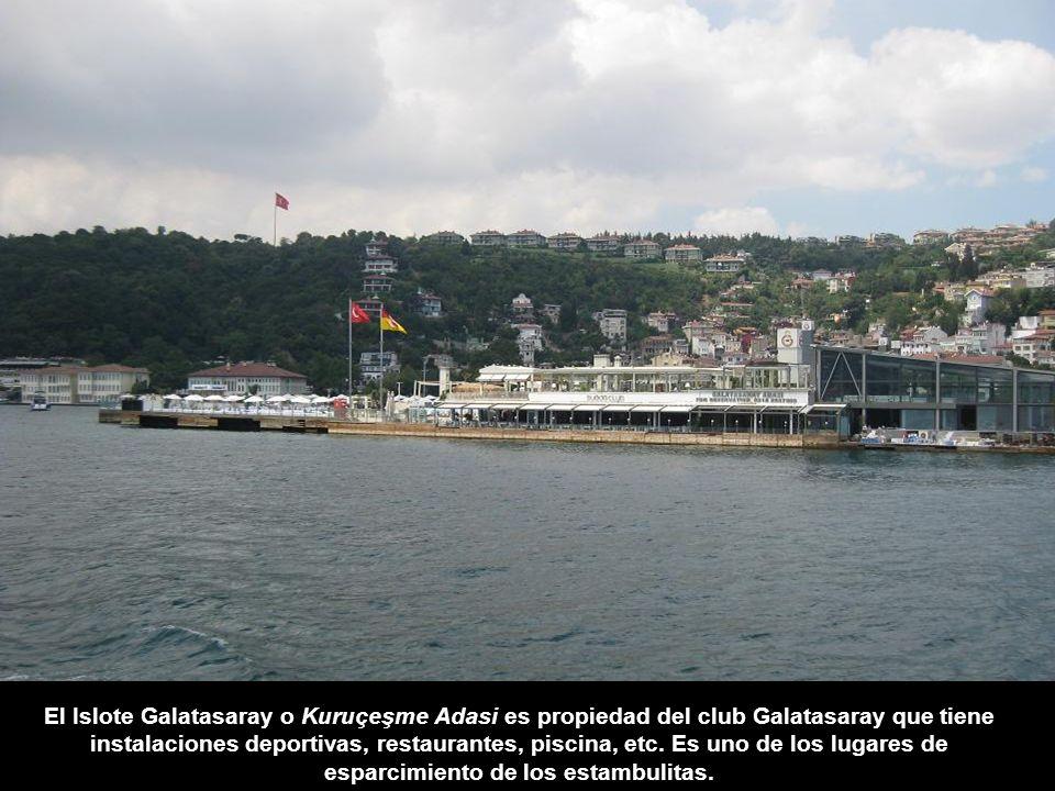 El Islote Galatasaray o Kuruçeşme Adasi es propiedad del club Galatasaray que tiene instalaciones deportivas, restaurantes, piscina, etc.