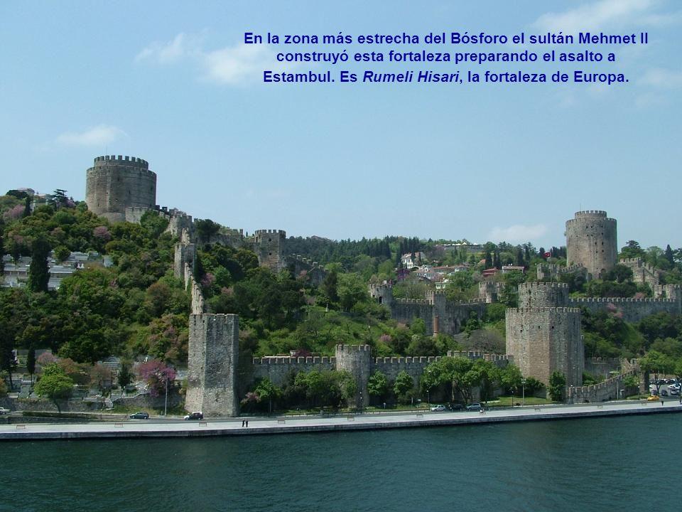 En la zona más estrecha del Bósforo el sultán Mehmet II construyó esta fortaleza preparando el asalto a Estambul.