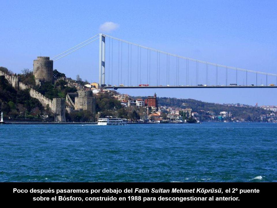 Poco después pasaremos por debajo del Fatih Sultan Mehmet Köprüsü, el 2º puente sobre el Bósforo, construido en 1988 para descongestionar al anterior.
