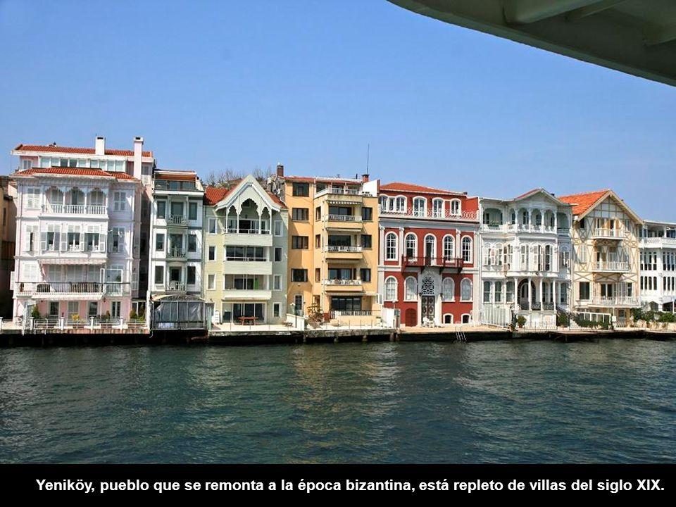 Yeniköy, pueblo que se remonta a la época bizantina, está repleto de villas del siglo XIX.