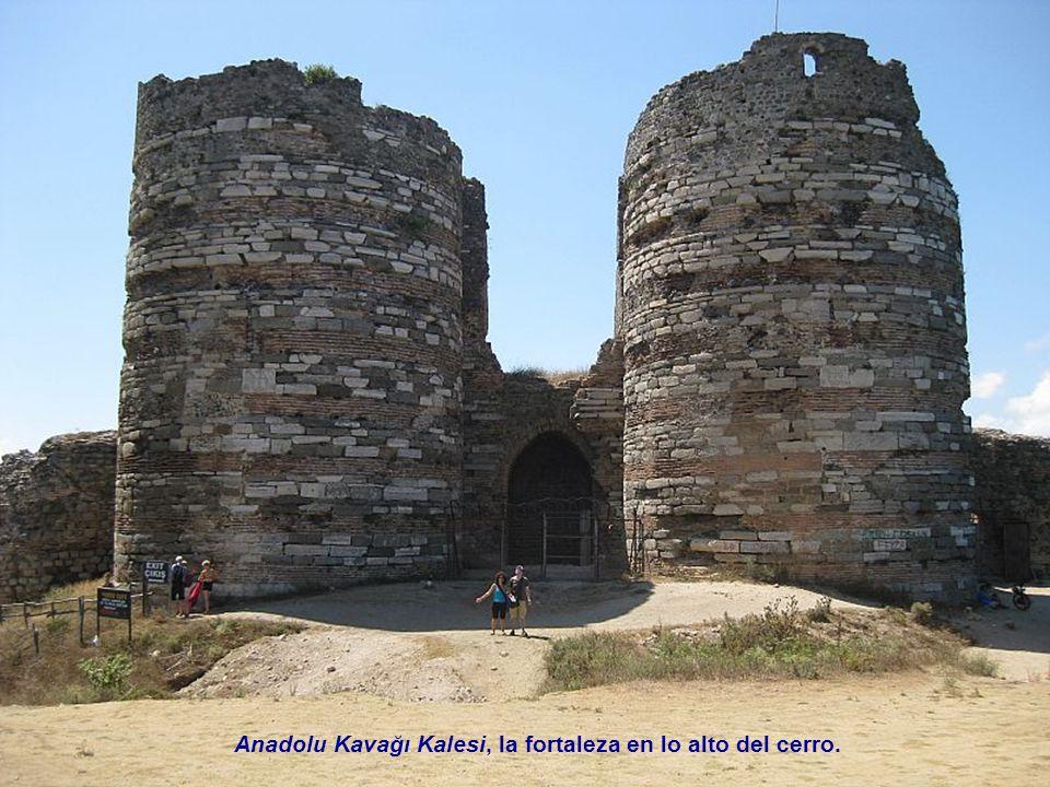 Anadolu Kavağı Kalesi, la fortaleza en lo alto del cerro.