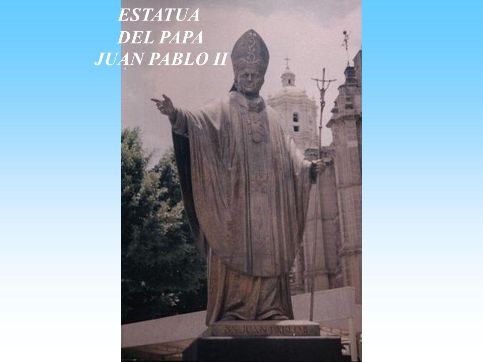 ESTATUA DEL PAPA JUAN PABLO II