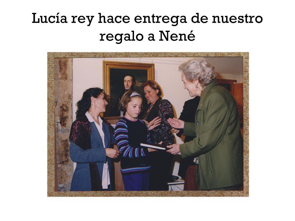 Lucía rey hace entrega de nuestro regalo a Nené