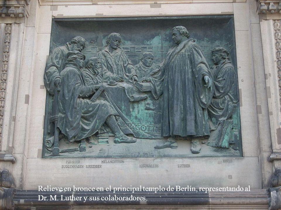 Relieve en bronce en el principal templo de Berlín, representando al Dr.