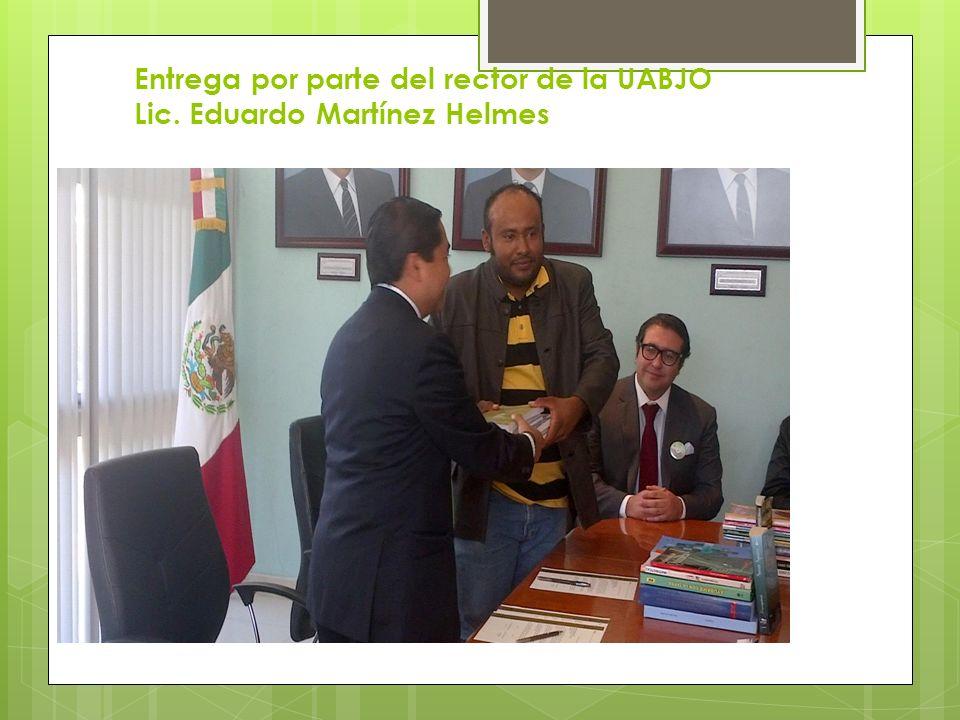 Entrega por parte del rector de la UABJO Lic. Eduardo Martínez Helmes