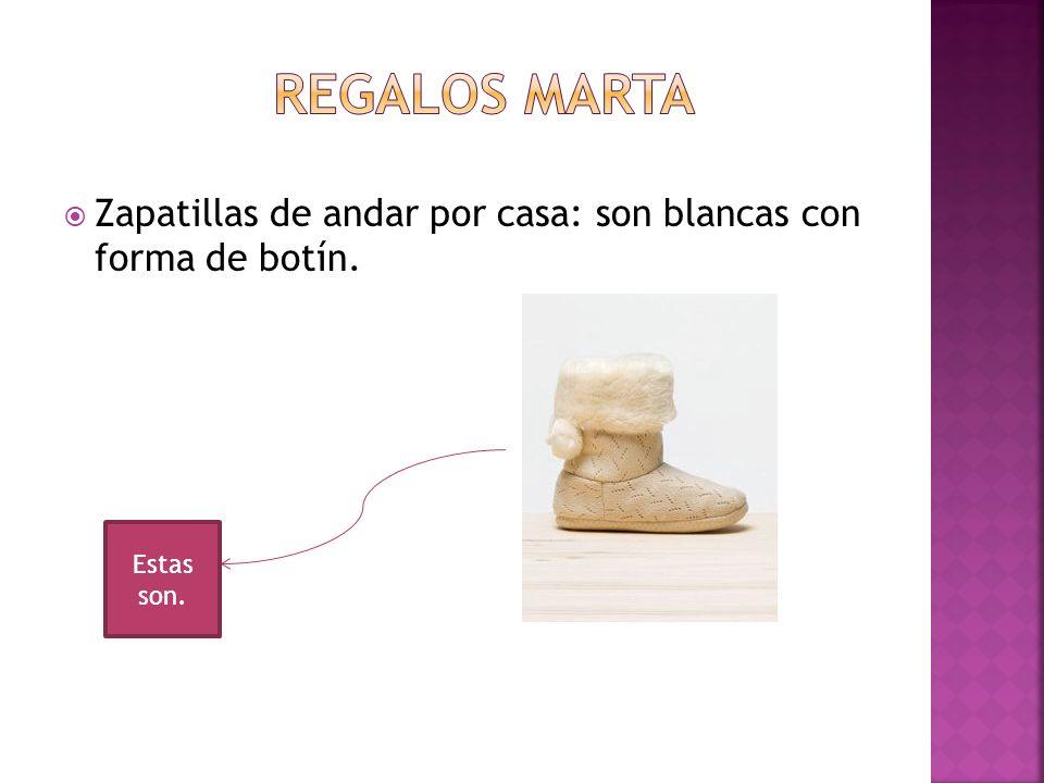REGALOS MARTA Zapatillas de andar por casa: son blancas con forma de botín. Estas son.