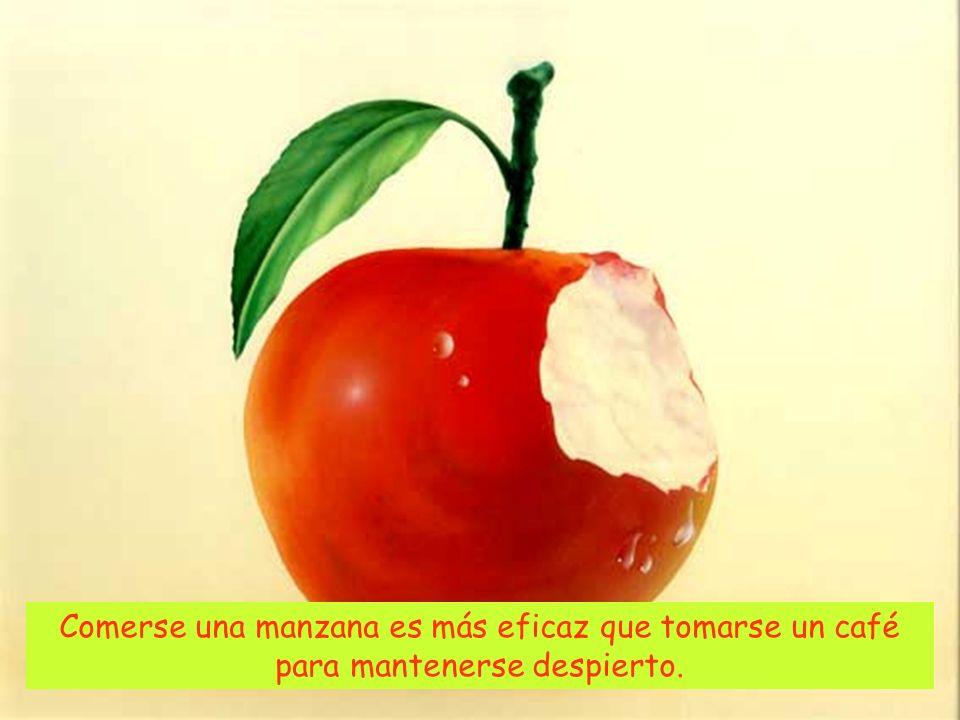 Comerse una manzana es más eficaz que tomarse un café para mantenerse despierto.