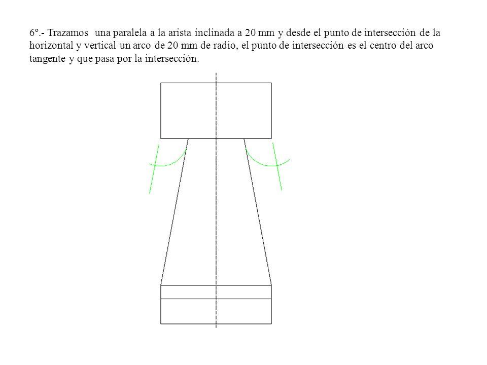6º.- Trazamos una paralela a la arista inclinada a 20 mm y desde el punto de intersección de la horizontal y vertical un arco de 20 mm de radio, el punto de intersección es el centro del arco tangente y que pasa por la intersección.
