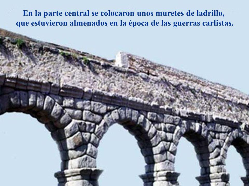 Descripción En la parte central se colocaron unos muretes de ladrillo,