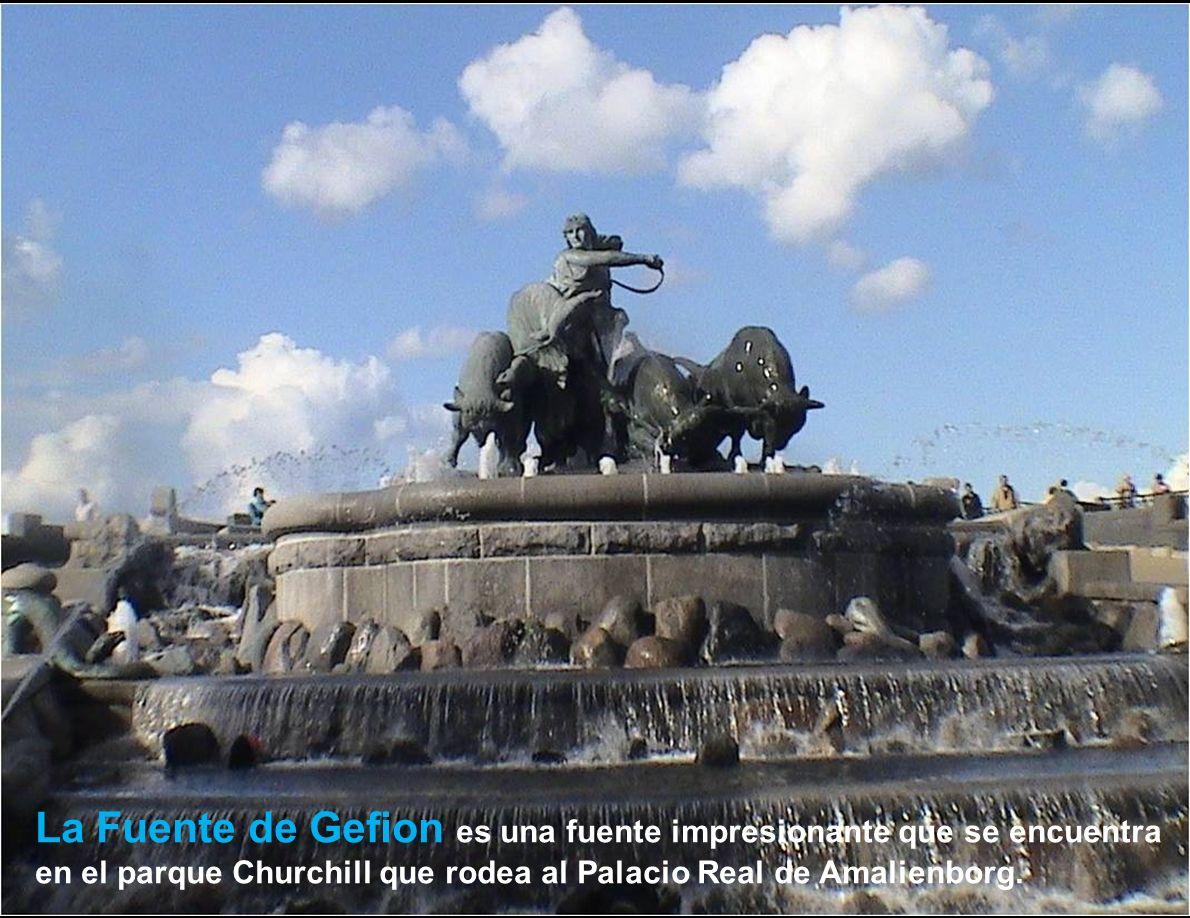 La Fuente de Gefion es una fuente impresionante que se encuentra en el parque Churchill que rodea al Palacio Real de Amalienborg.