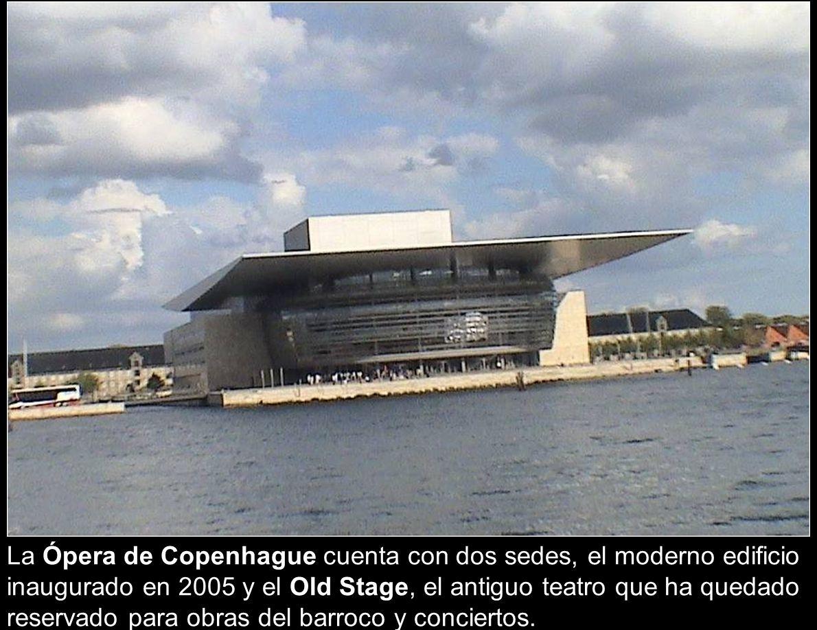 La Ópera de Copenhague cuenta con dos sedes, el moderno edificio inaugurado en 2005 y el Old Stage, el antiguo teatro que ha quedado reservado para obras del barroco y conciertos.