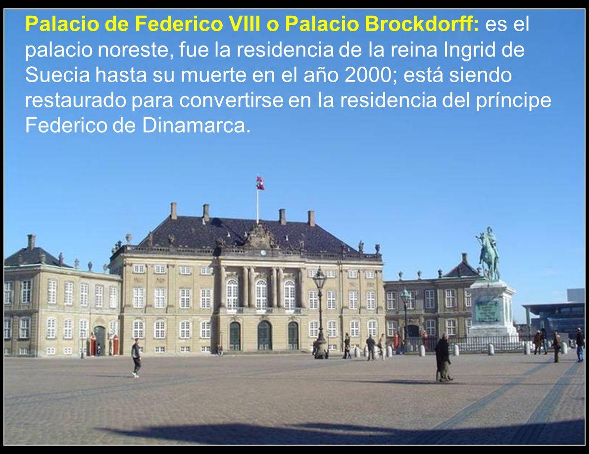 Palacio de Federico VIII o Palacio Brockdorff: es el palacio noreste, fue la residencia de la reina Ingrid de Suecia hasta su muerte en el año 2000; está siendo restaurado para convertirse en la residencia del príncipe Federico de Dinamarca.