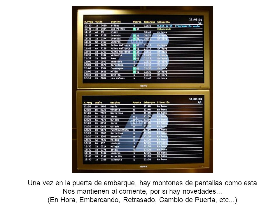 Una vez en la puerta de embarque, hay montones de pantallas como esta Nos mantienen al corriente, por si hay novedades...