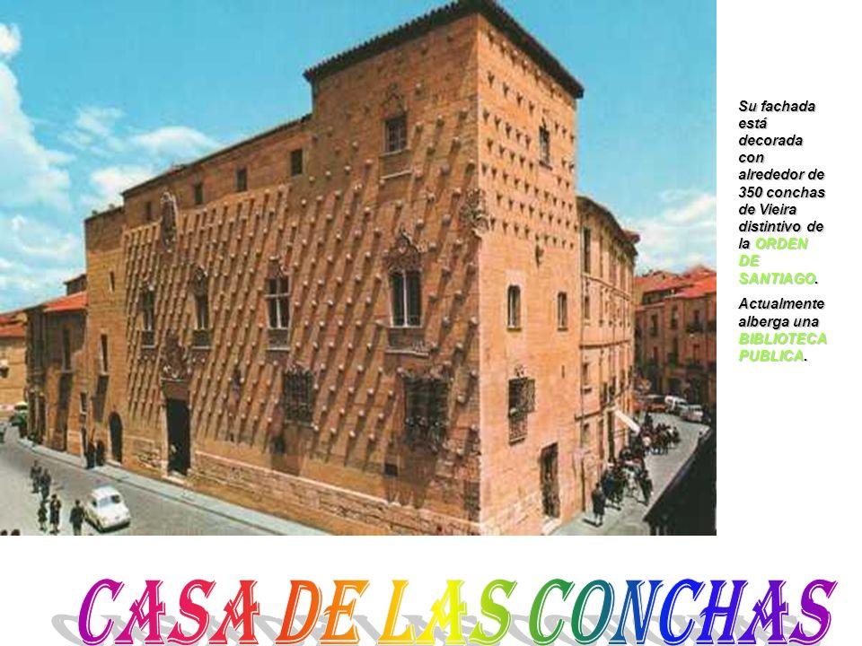 Su fachada está decorada con alrededor de 350 conchas de Vieira distintivo de la ORDEN DE SANTIAGO.
