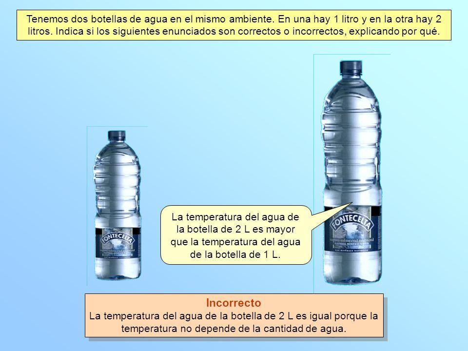 Tenemos dos botellas de agua en el mismo ambiente
