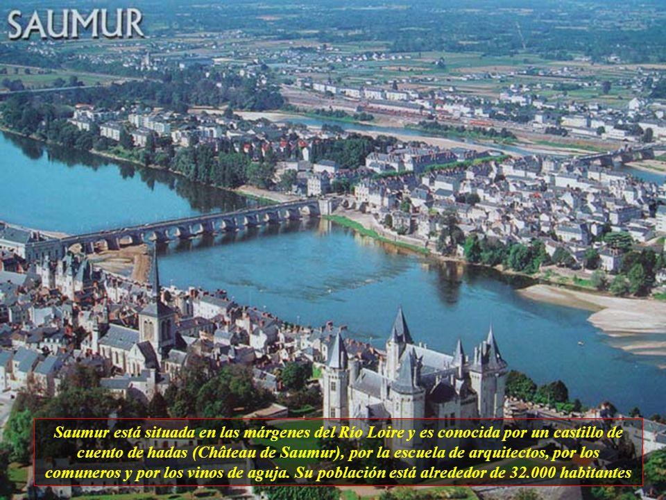 Saumur está situada en las márgenes del Río Loire y es conocida por un castillo de