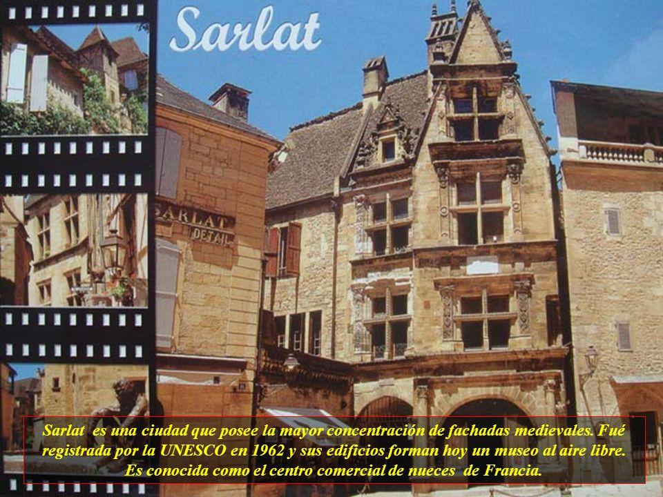 Es conocida como el centro comercial de nueces de Francia.
