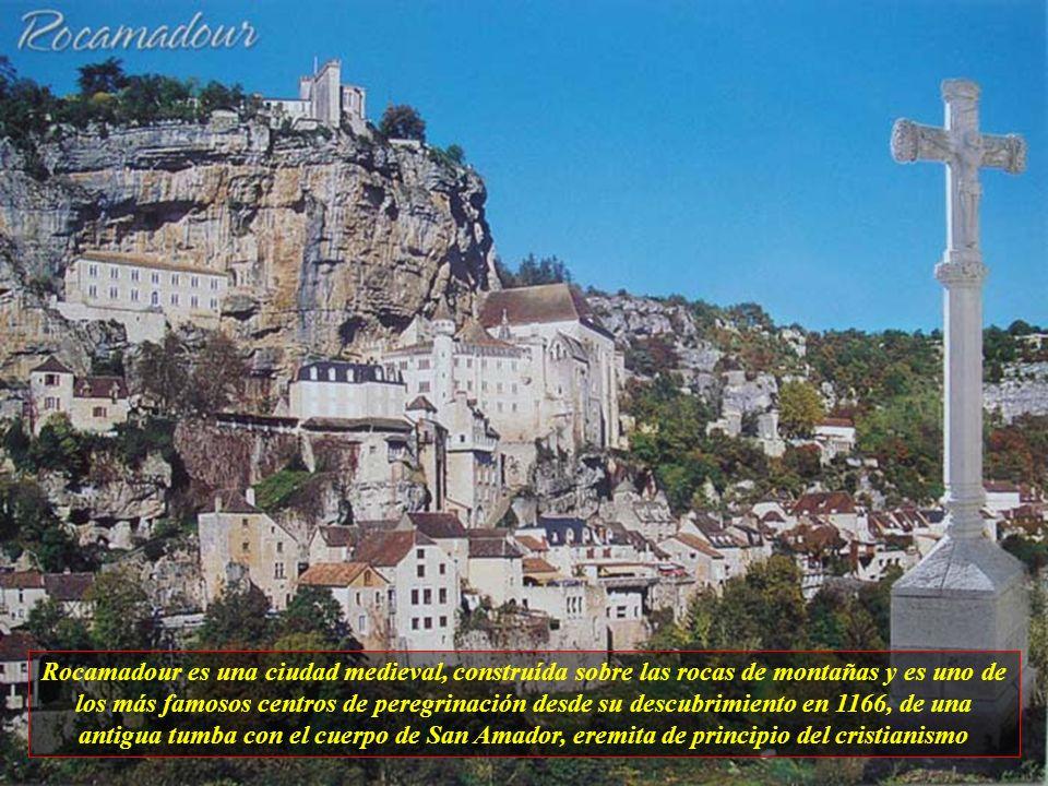 Rocamadour es una ciudad medieval, construída sobre las rocas de montañas y es uno de los más famosos centros de peregrinación desde su descubrimiento en 1166, de una antigua tumba con el cuerpo de San Amador, eremita de principio del cristianismo