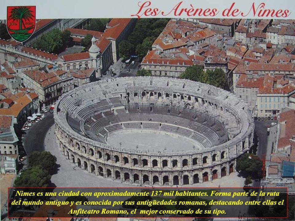 Nimes es una ciudad con aproximadamente 137 mil habitantes