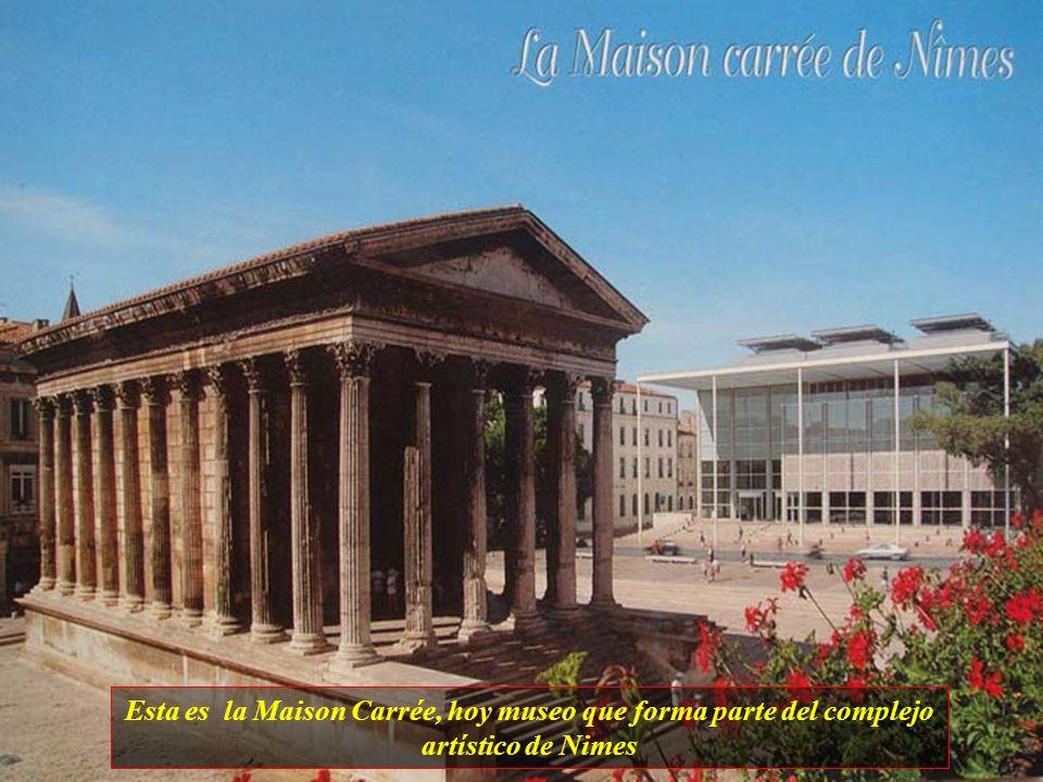 Esta es la Maison Carrée, hoy museo que forma parte del complejo artístico de Nimes
