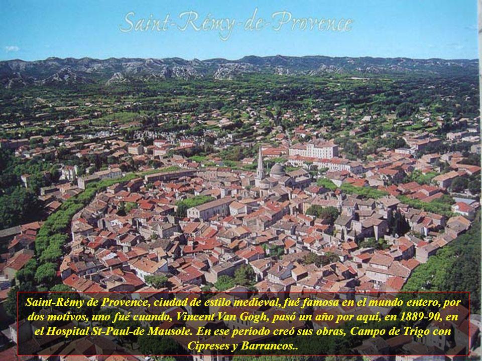 Saint-Rémy de Provence, ciudad de estilo medieval, fué famosa en el mundo entero, por dos motivos, uno fué cuando, Vincent Van Gogh, pasó un año por aquí, en 1889-90, en el Hospital St-Paul-de Mausole.