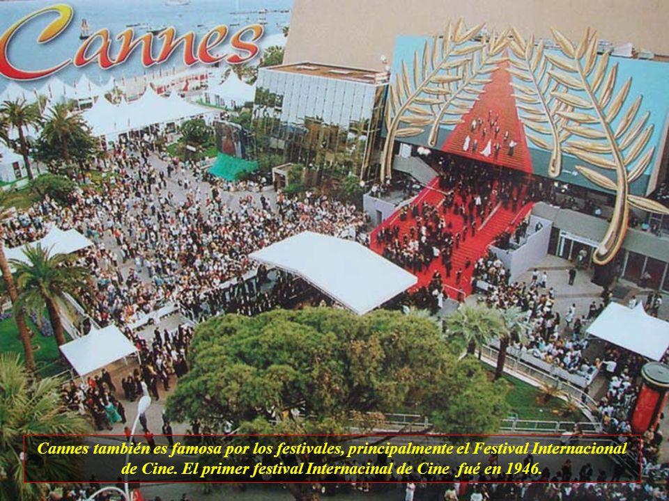 Cannes también es famosa por los festivales, principalmente el Festival Internacional de Cine.