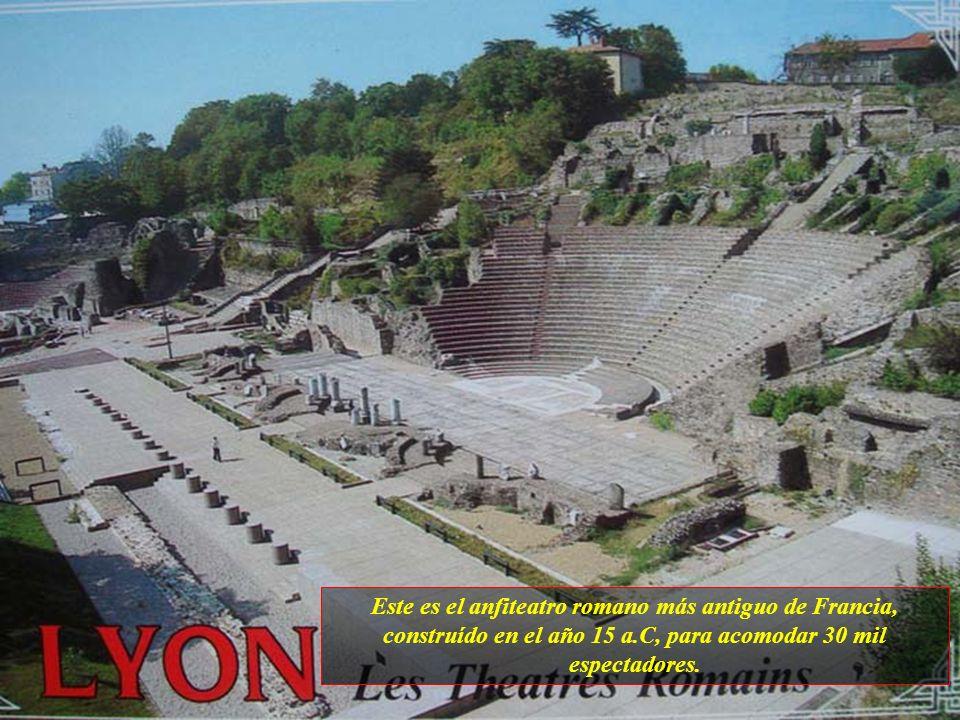 Este es el anfiteatro romano más antiguo de Francia, construído en el año 15 a.C, para acomodar 30 mil espectadores.