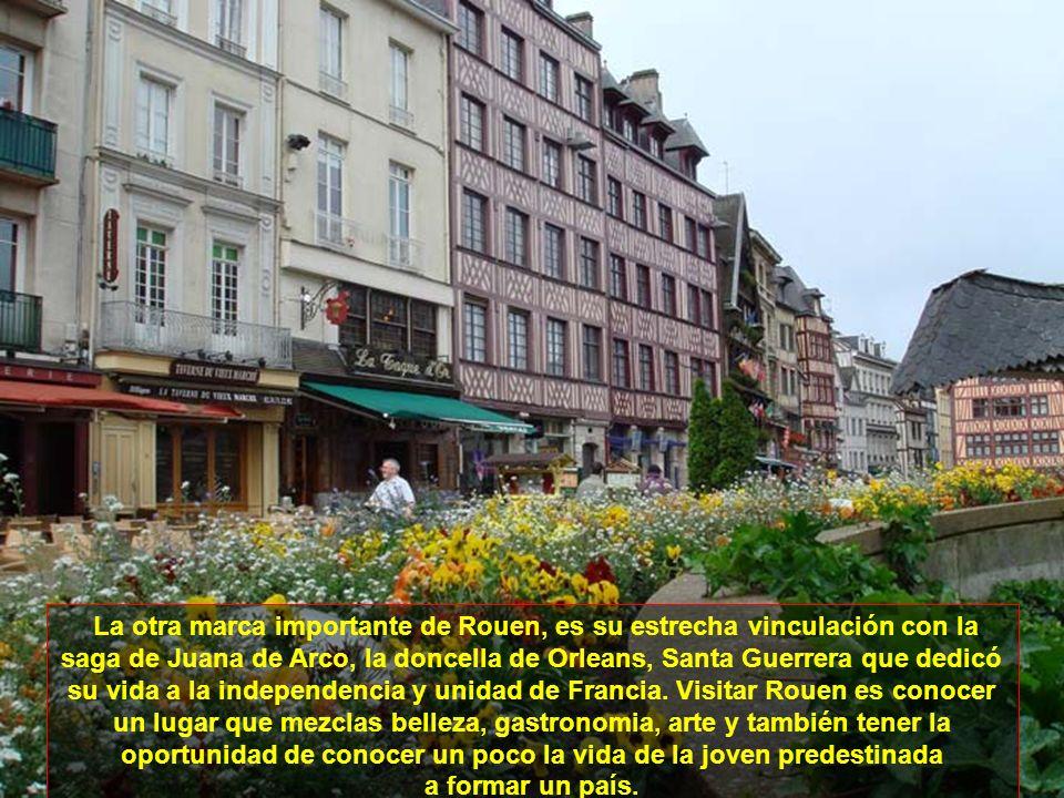 La otra marca importante de Rouen, es su estrecha vinculación con la saga de Juana de Arco, la doncella de Orleans, Santa Guerrera que dedicó su vida a la independencia y unidad de Francia. Visitar Rouen es conocer