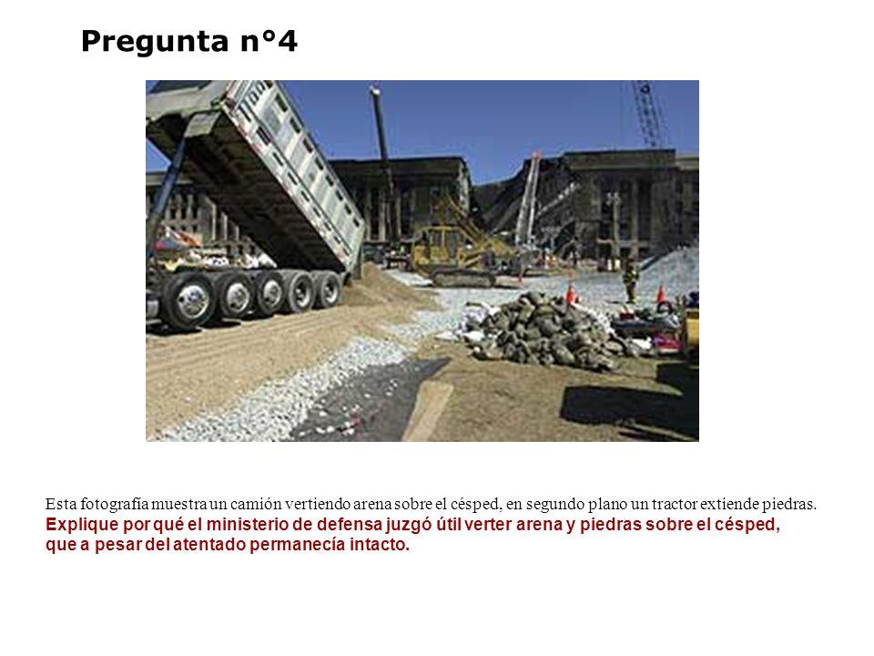Pregunta n°4 Esta fotografía muestra un camión vertiendo arena sobre el césped, en segundo plano un tractor extiende piedras.