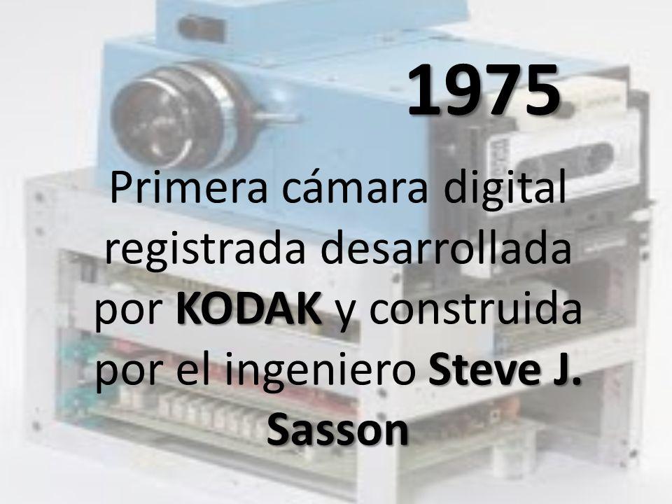 1975 Primera cámara digital registrada desarrollada por KODAK y construida por el ingeniero Steve J.
