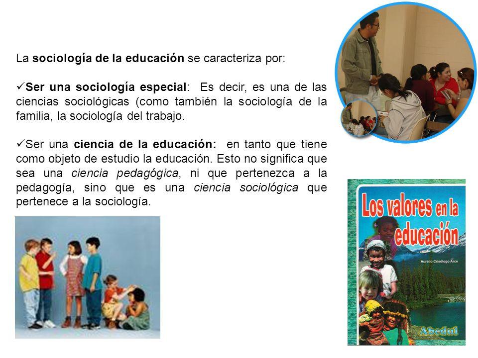 La sociología de la educación se caracteriza por: