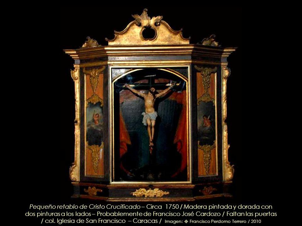 Pequeño retablo de Cristo Crucificado – Circa 1750 / Madera pintada y dorada con