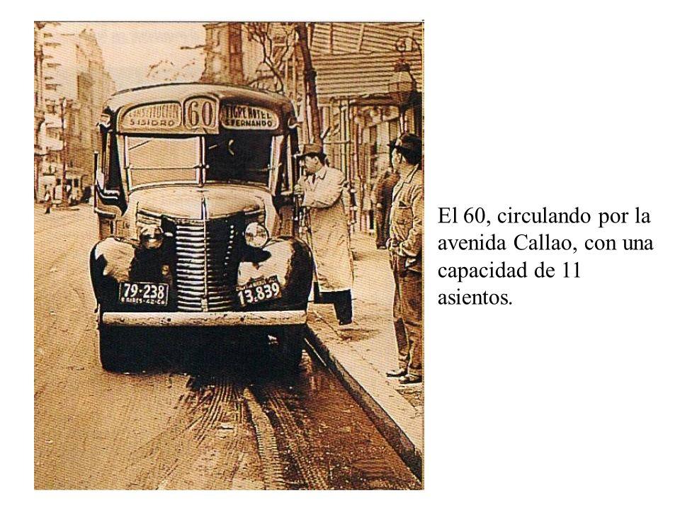 El 60, circulando por la avenida Callao, con una capacidad de 11 asientos.